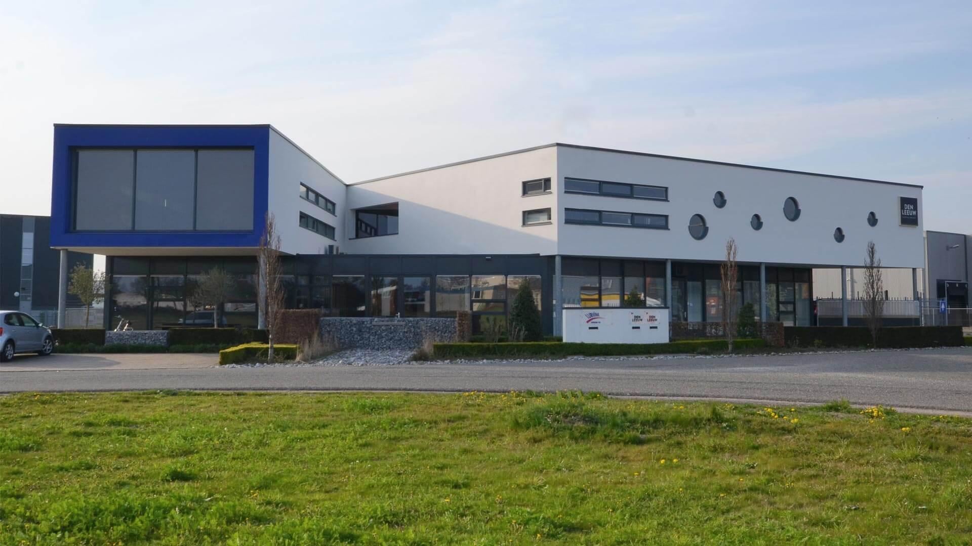 Bedrijfshal, kantoren en showrooms in Lichtenvoorde